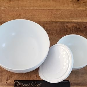 Pampered Chef Chillzane bowls large and small